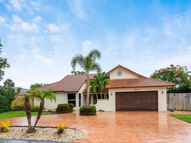 4 BR,  3.55 BTH  style home in Boca Raton