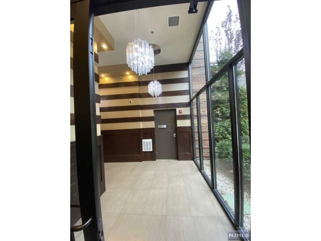 2 BR,  2.00 BTH Apartment style home in Fort Lee