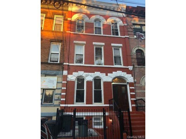 [Oak Point Real Estate, listing number 6959867]