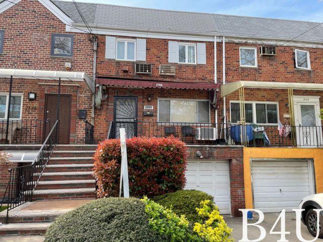 3 BR,  1.50 BTH Duplex style home in Brooklyn