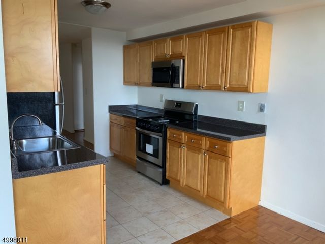 1 BR,  1.00 BTH  House style home in Clifton
