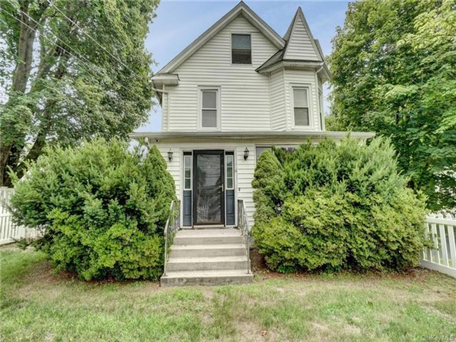 2 BR,  2.00 BTH Colonial style home in Mount Hope