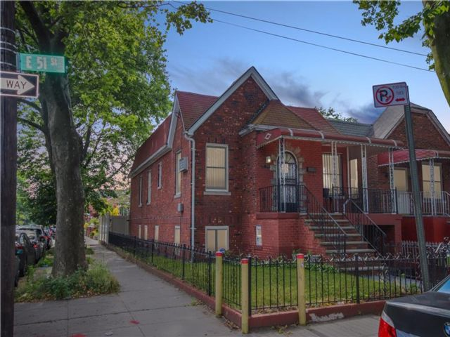 5 BR,  2.00 BTH Multi-family style home in Flatlands