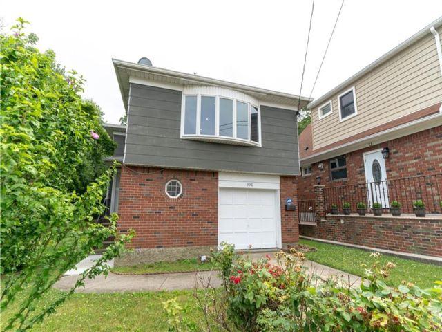 4 BR,  2.00 BTH Single family style home in Sunnyside