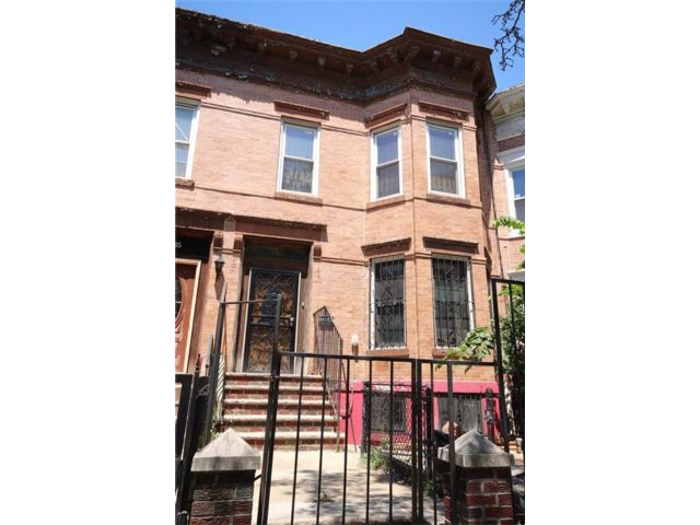 5 BR,  2.00 BTH Multi-family style home in Crown Heights