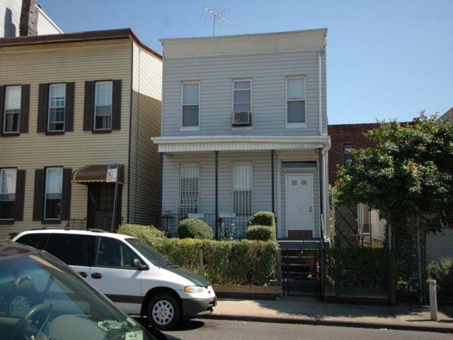 Studio,  2.00 BTH Multi-family style home in East New York