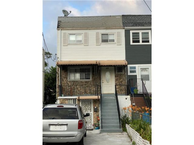 4 BR,  0.00 BTH  Multi-family style home in Arverne