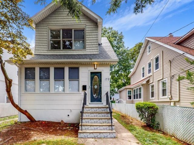 4 BR,  3.00 BTH Single family style home in New Dorp