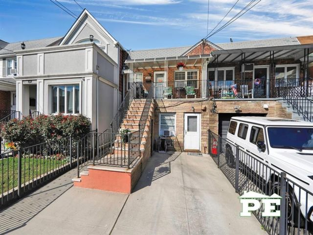 3 BR,  3.00 BTH  Multi-family style home in Bergen Beach