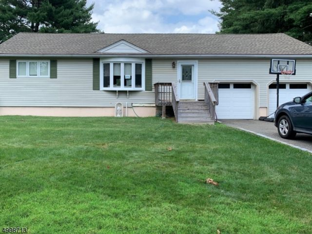 4 BR,  2.50 BTH  Ranch style home in Fairfield
