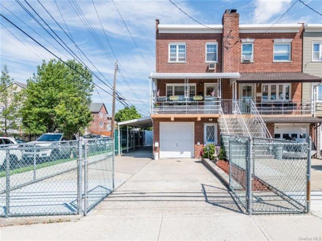 3 BR,  2.00 BTH  Colonial style home in Throggs Neck