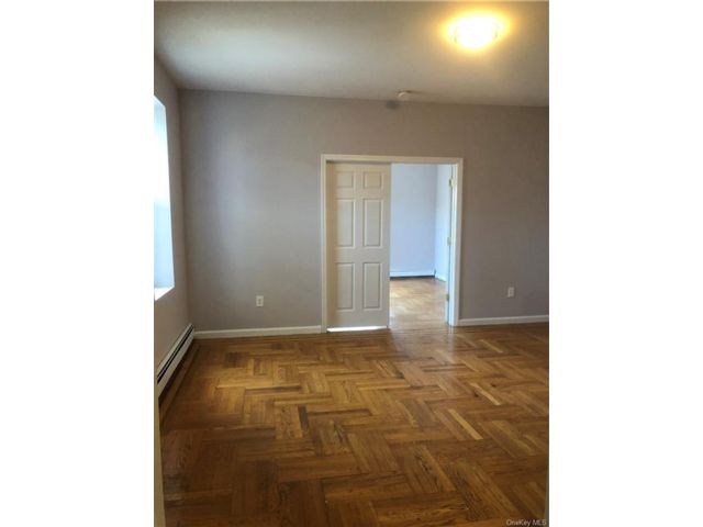 3 BR,  1.00 BTH Trilevel style home in Wakefield