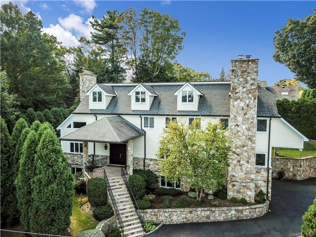 5 BR,  5.00 BTH Colonial style home in White Plains