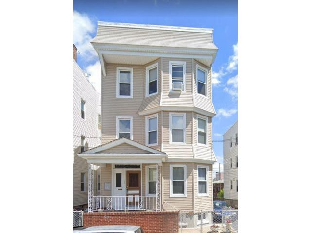 9 BR,  4.00 BTH Other style home in Kearny