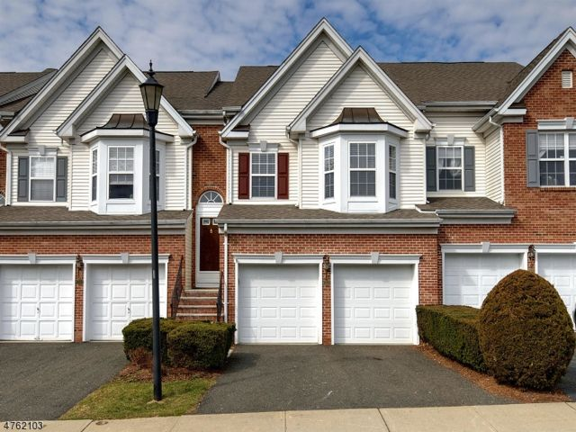 2 BR,  3.00 BTH House style home in Nutley