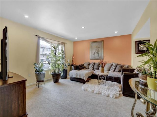 3 BR,  3.00 BTH Townhouse style home in Warwick