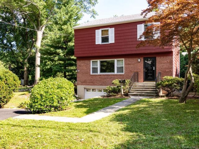 3 BR,  3.00 BTH  Colonial style home in Greenburgh