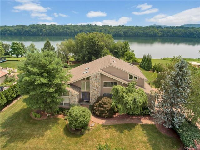5 BR,  6.00 BTH Colonial style home in Clarkstown