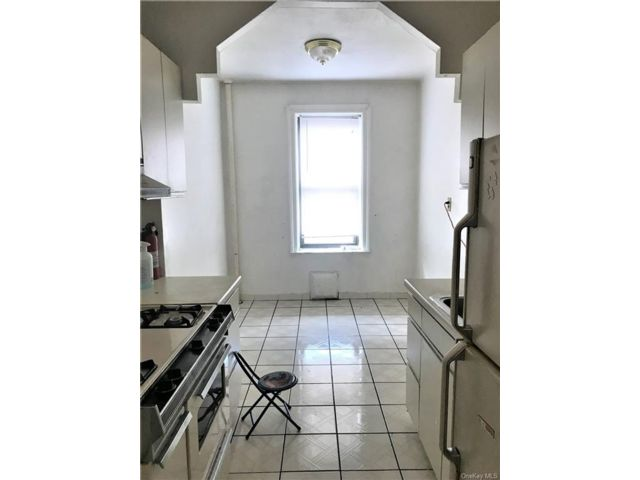 1 BR,  1.00 BTH Mid rise style home in Mosholu