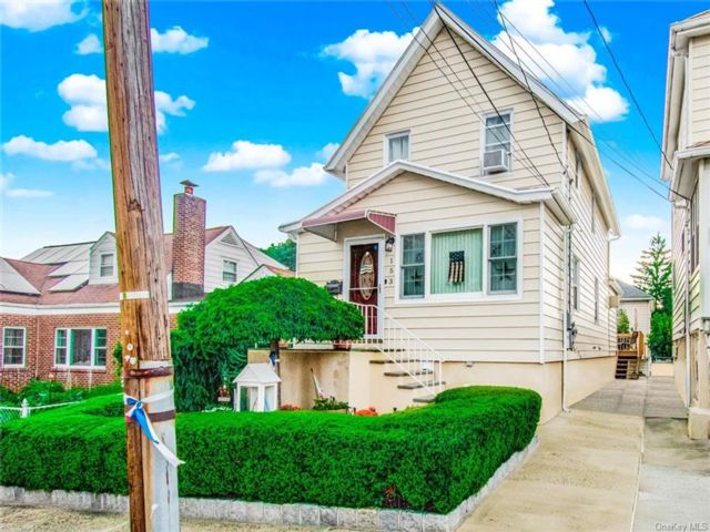 3 BR,  3.00 BTH Victorian style home in Yonkers