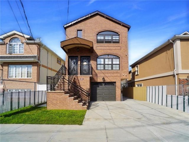 5 BR,  2.00 BTH Multi-family style home in South Beach