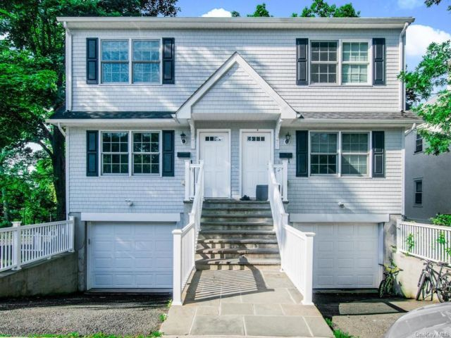 6 BR,  6.00 BTH Trilevel style home in Rye City