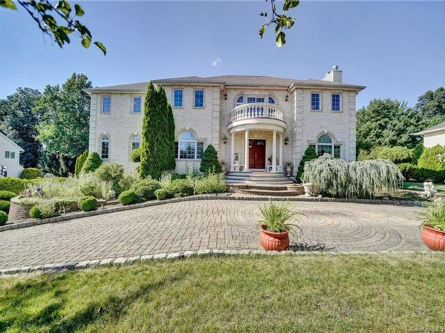 7 BR,  6.00 BTH  Colonial style home in Clarkstown