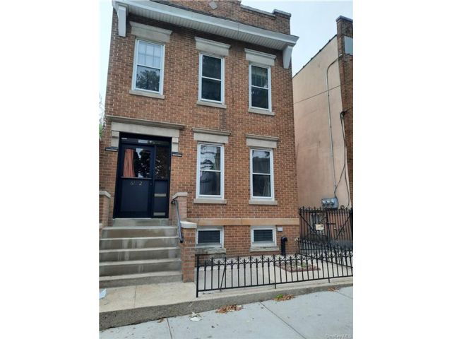 5 BR,  2.00 BTH 2 story style home in Ridgewood