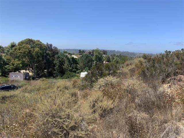 Lot <b>Size:</b> 1+ to 2 AC  Land style home in Carmel Valley