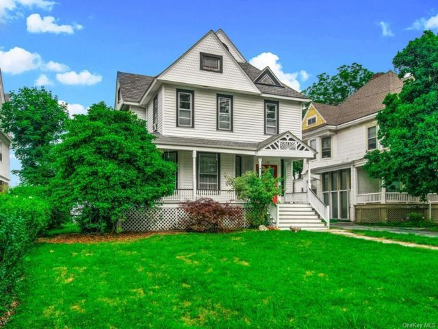 4 BR,  3.00 BTH  Victorian style home in Middletown