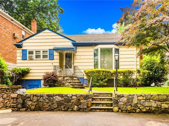 3 BR,  1.00 BTH Ranch style home in Yonkers