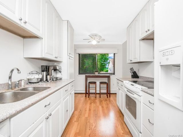 2 BR,  3.00 BTH Apartment style home in White Plains