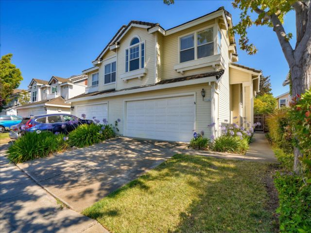 3 BR,  2.50 BTH 2 story style home in Fremont