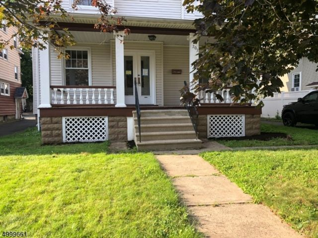 5 BR,  2.50 BTH Colonial style home in Bloomfield