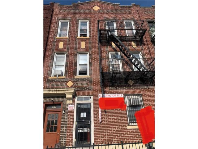 11 BR,  7.00 BTH  Multi-family style home in Kensington