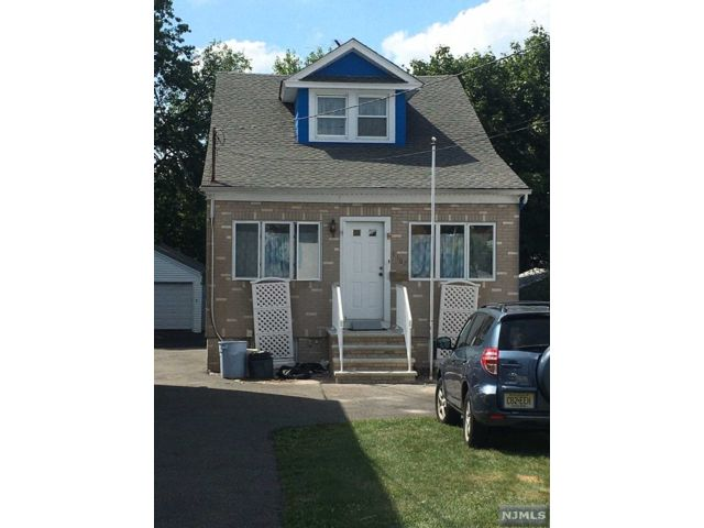 3 BR,  1.50 BTH Colonial style home in Secaucus