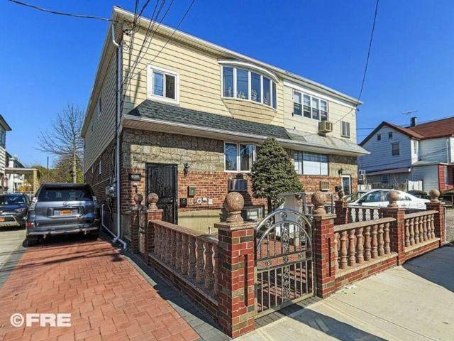 8 BR,  5.00 BTH Multi-family style home in Canarsie