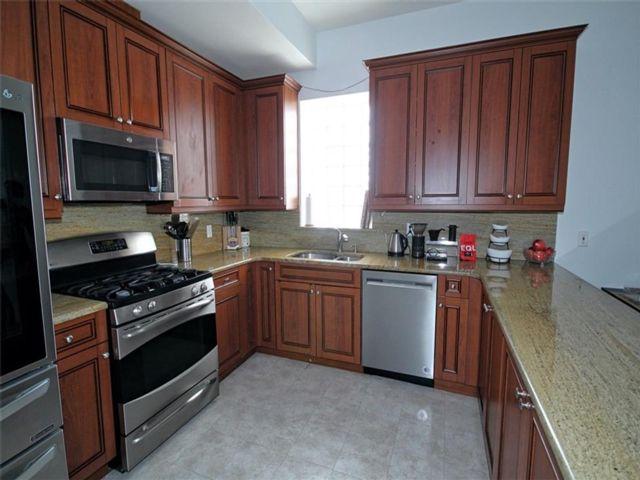 3 BR,  2.00 BTH Condominium style home in Kensington