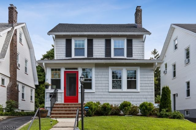 4 BR,  3.00 BTH  Colonial style home in Montclair