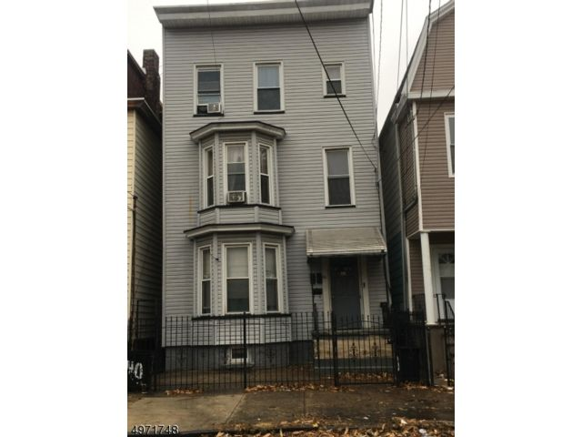 7 BR,  4.00 BTH  Multi-family style home in Newark