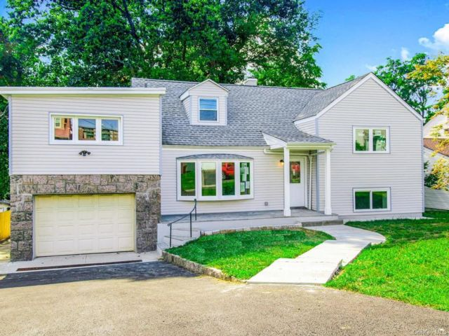 3 BR,  3.00 BTH Split level style home in Yonkers