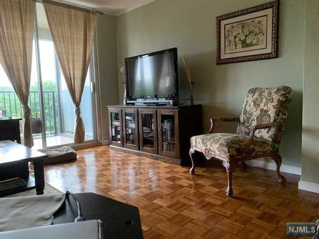1 BR,  1.00 BTH Co-op style home in Fort Lee