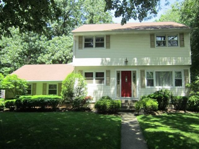 4 BR,  2.50 BTH House style home in Old Tappan