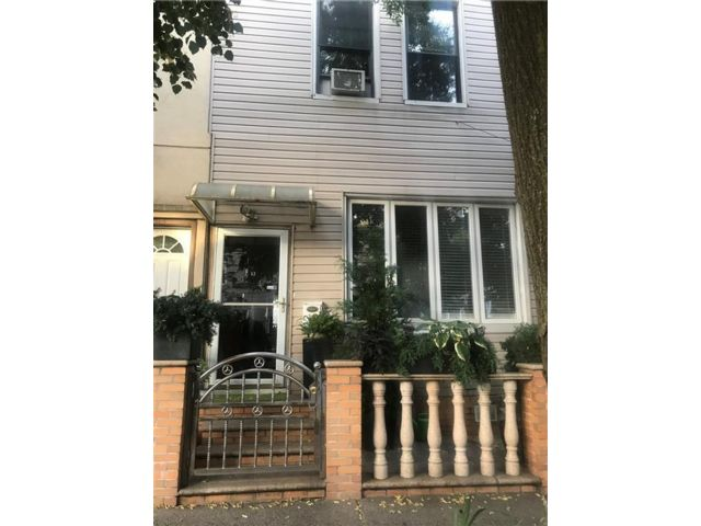 3 BR,  1.50 BTH  Single family style home in Greenpoint