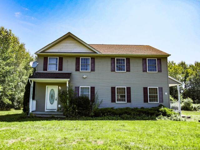 4 BR,  4.00 BTH  Colonial style home in Marlboro