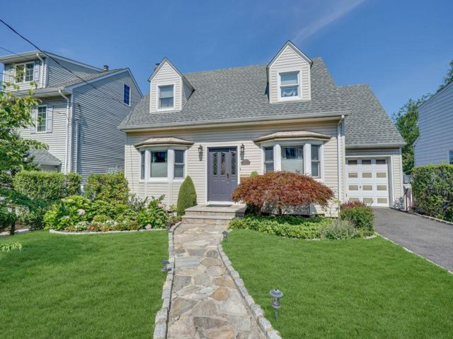 3 BR,  2.50 BTH Cape style home in Kearny