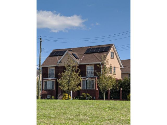 4 BR,  3.55 BTH Duplex style home in Mill Basin