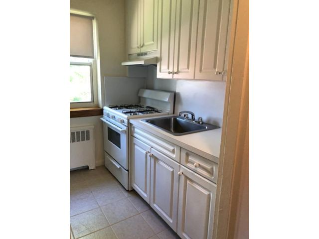 2 BR,  1.00 BTH  Apartment style home in Grymes Hill