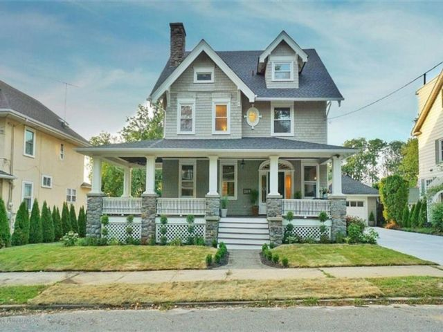 5 BR,  4.00 BTH  Single family style home in Westerleigh