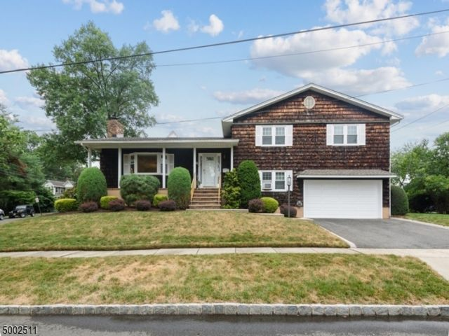 3 BR,  2.50 BTH  Split level style home in Nutley